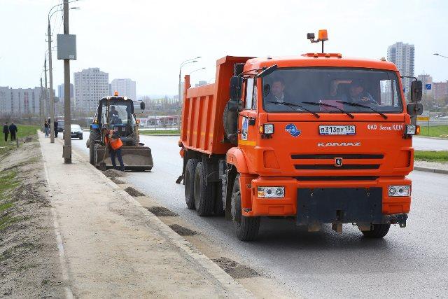 На дорогах Волгограда работает 70 «поливалок»