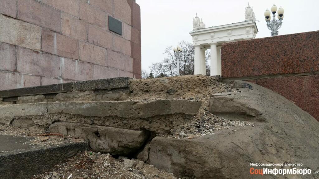 Отремонтированная за 54 млн рублей лестница Центральной набережной нуждается в ремонте