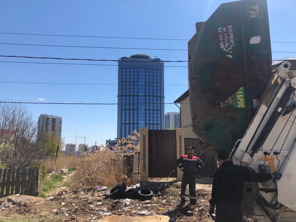 «Дорога на помойку». В Волгограде жители утопают в отходах, не имея прямой дороги к мусорным бакам