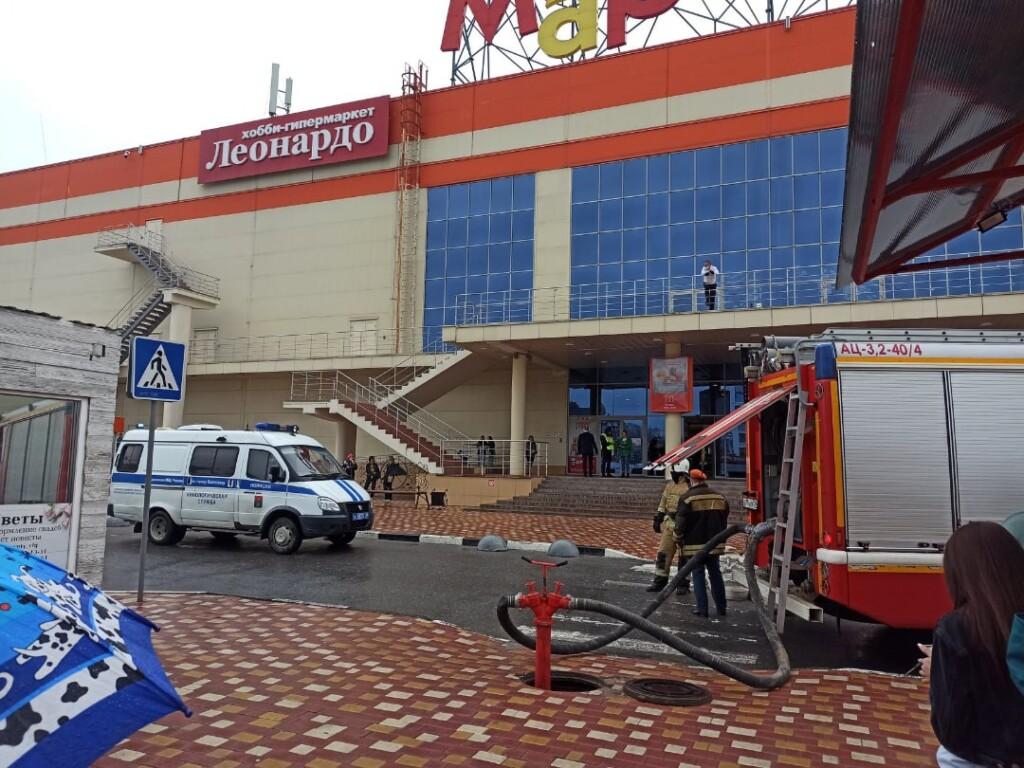 В Волгограде второй день эвакуируют торговые центры