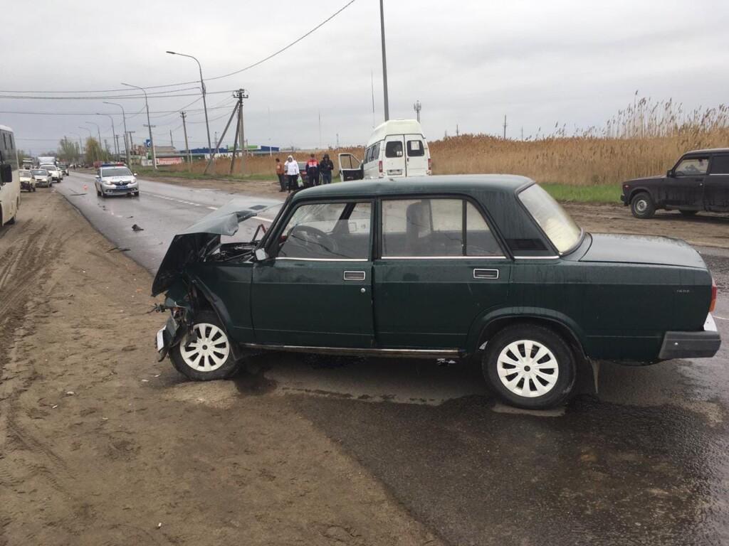 Маршрутное такси с пассажирами попало в ДТП в Красноармейском районе Волгограда