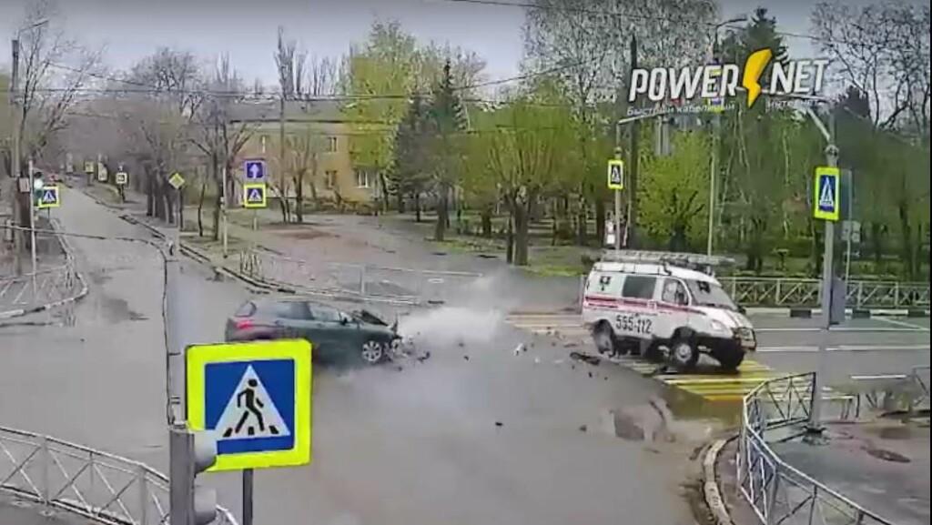 В Волжском в ДТП перевернулась «Газель» аварийной службы (ВИДЕО)