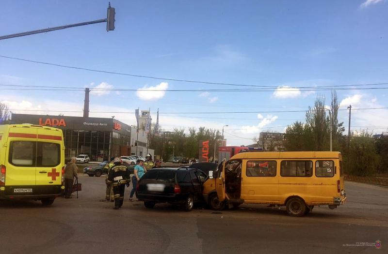 В Красноармейском районе в ДТП с маршруткой пострадали 6 человек