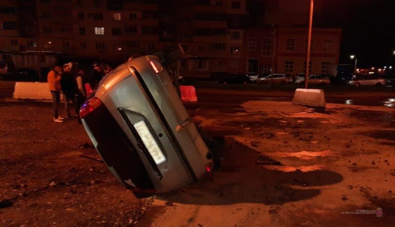 """В Волжском пьяный на """"Форд Фокусе"""" потерял управление на дороге"""