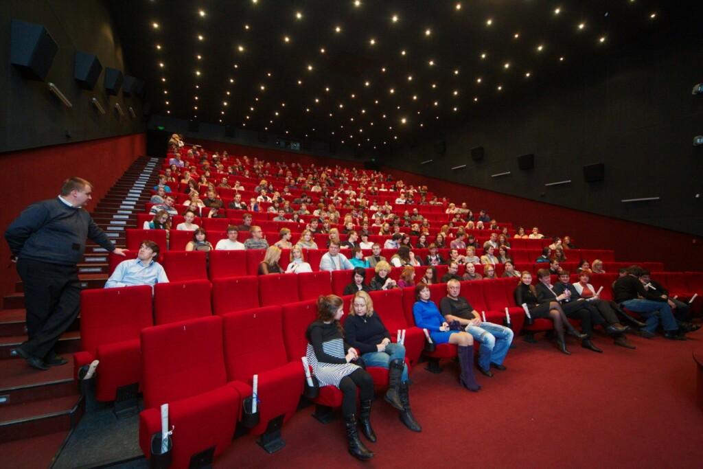 Волгоградцам озвучили новые правила работы кинотеатров