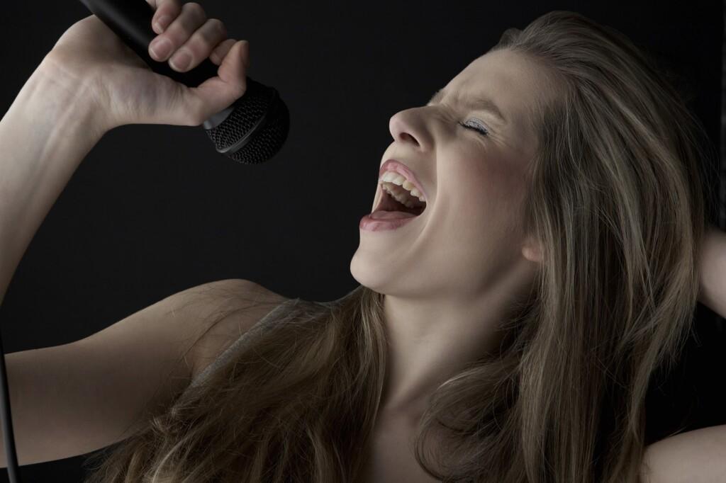В Волгограде пройдет конкурс вокалистов, победители которого запишут песню на радио и получат денежный приз