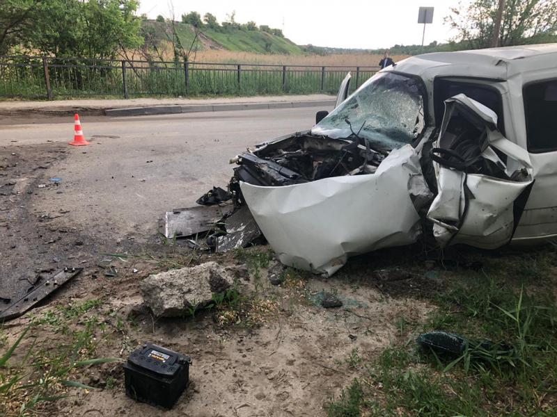 """На улице Дзержинского водитель """"Citroën Berlingo"""" влетел в КАМАЗ"""