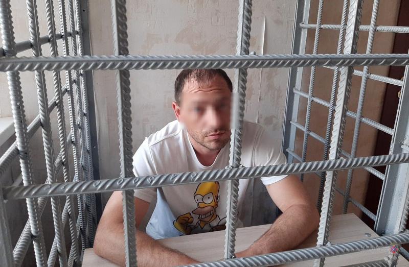 В Волгограде задержали мужчину, нападавшего на аптекарей