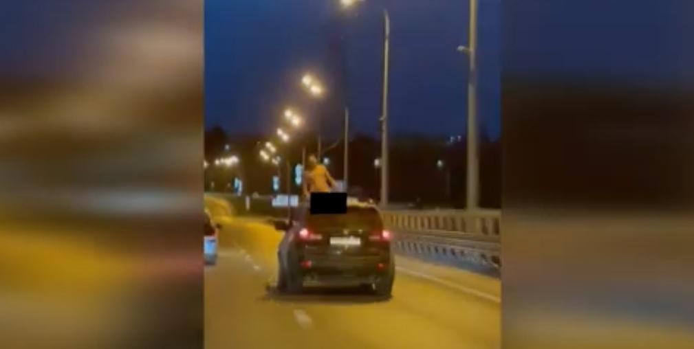 Публичную мастурбацию устроил голый пассажир иномарки в Волгограде