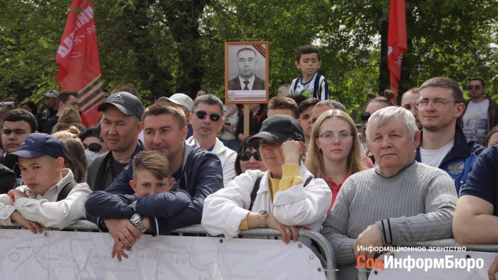 """В мэрии Волгограда оправдались за """"убедительные просьбы"""" не смотреть Парад с балконов"""