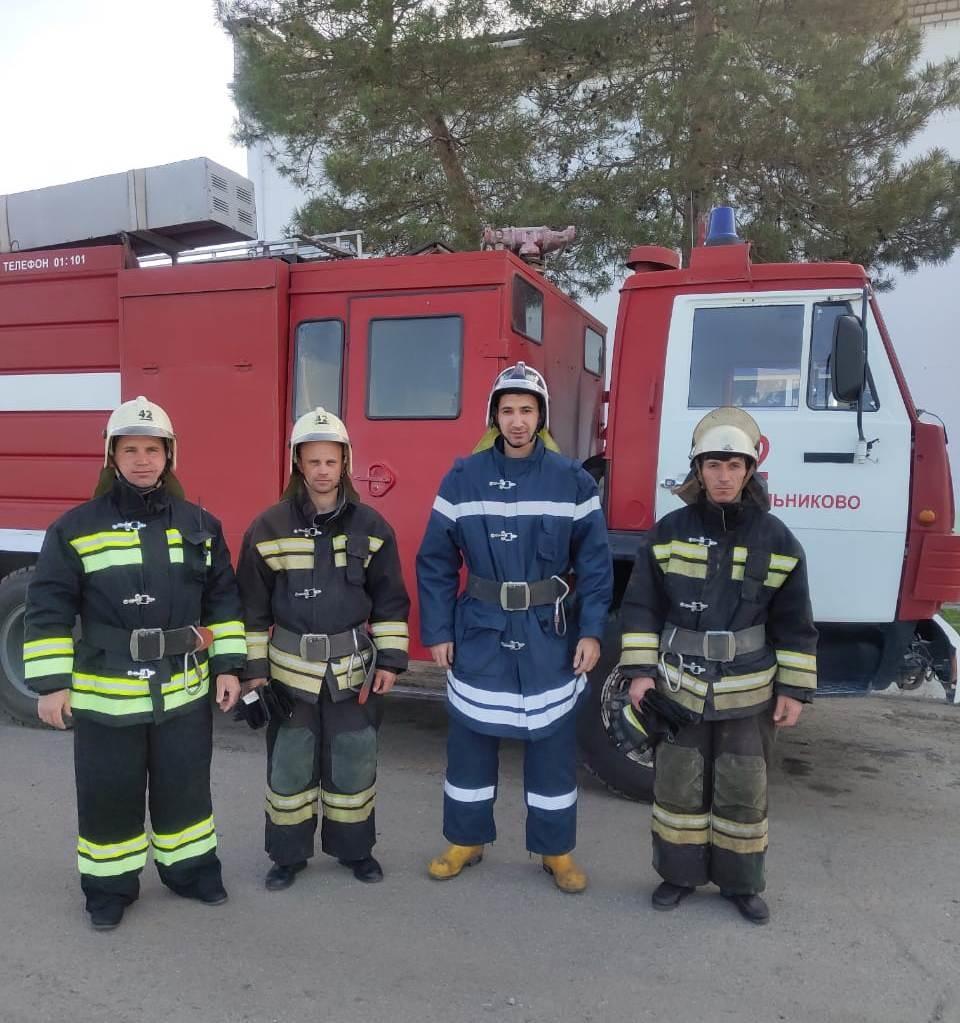 В Волгоградской области пожарные спасли четверых детей из загоревшегося дома