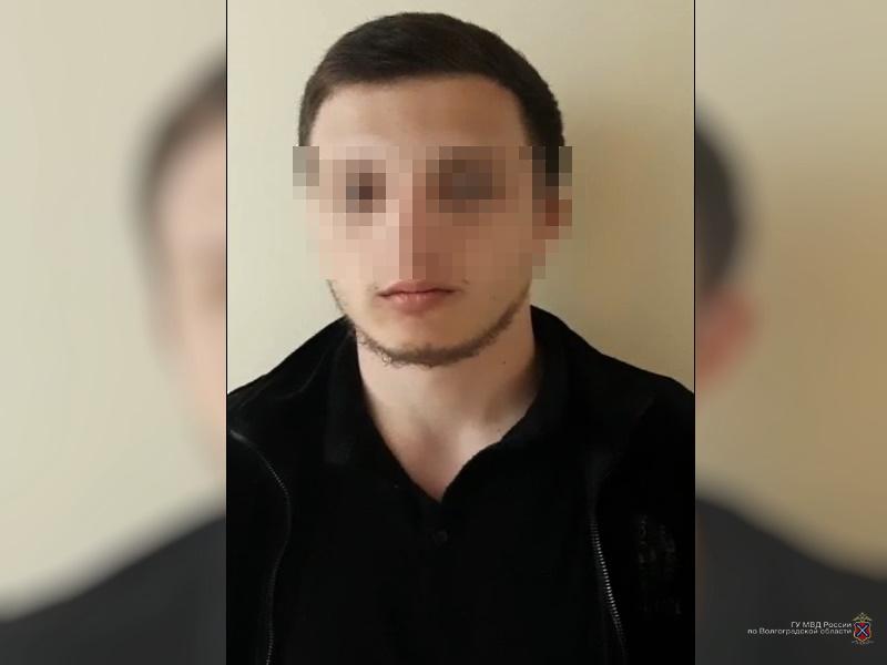 21-летний парень прикидывался девушками легкого поведения в Волжском