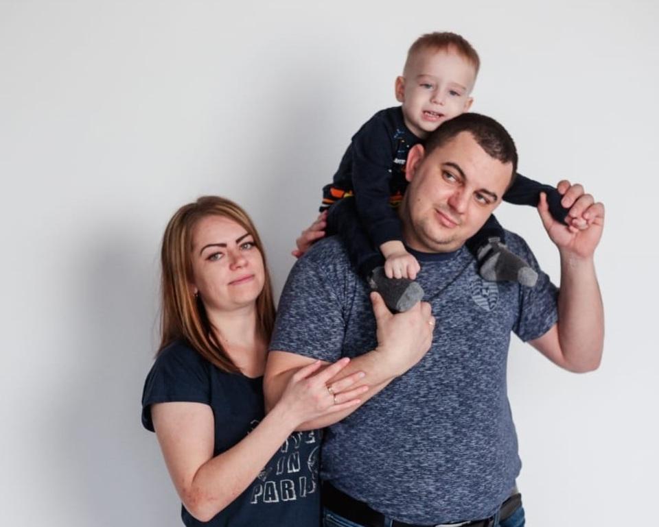 «На самом деле мы под страхом»: семья из Волжского о том, как отсудила у чиновников многомиллионное лекарство для сына