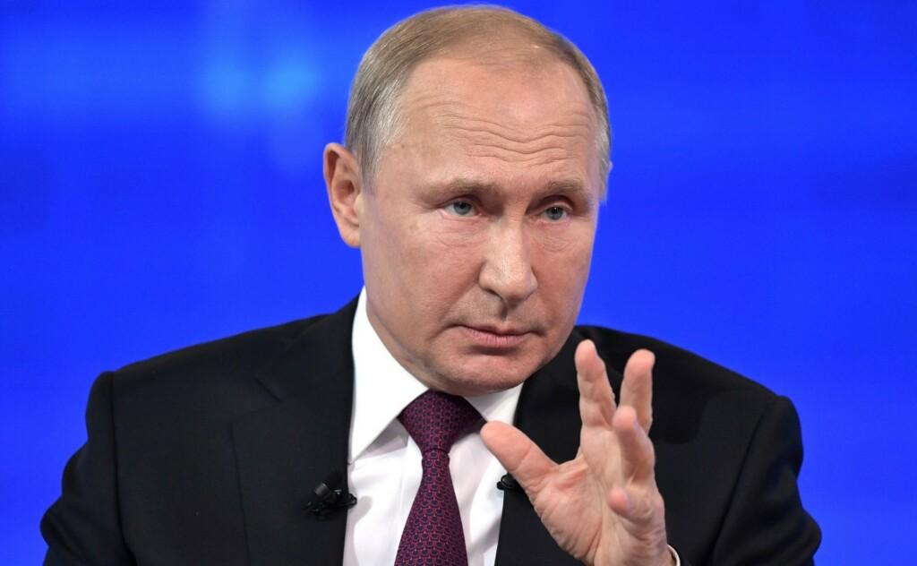 Прямая линия с Путиным началась с разговоров о вакцинации