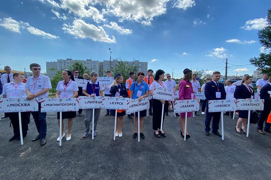 «Не урони бабушку»: лучшему в стране водителю трамвая подарят полмиллиона в Волгограде