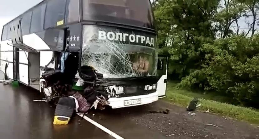 Туристический автобус с пассажирами Анапа-Волгоград попал в ДТП
