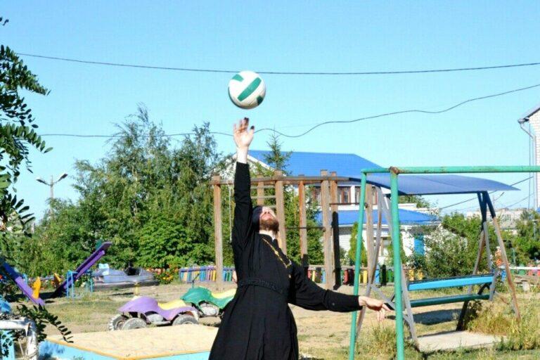 Епархия приглашает молодежь на троеборье на Бобрах