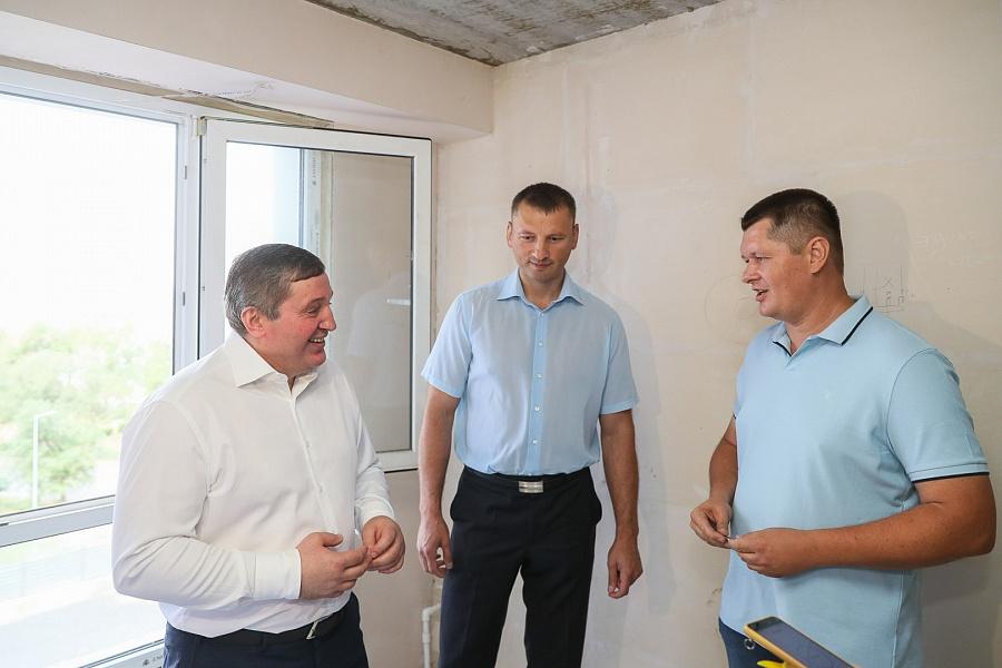 Волгоградские чиновники снова хвалят ООО «Пересвет – Юг», на которое подают иски дольщики