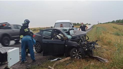 """19-летений выехал на """"встречку"""": два человека погибли в ДТП на волгоградской трассе"""