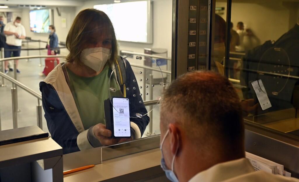 QR-коды волгоградцам понадобятся только для посещения «зон, свободных от ковида»