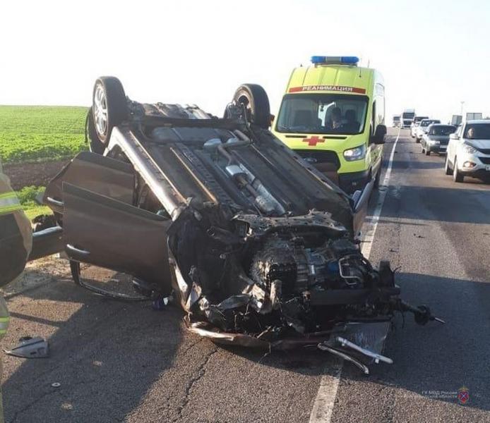 4-лений и 2-летний пассажиры пострадали в опрокинувшейся на крышу машине в Волгоградской области