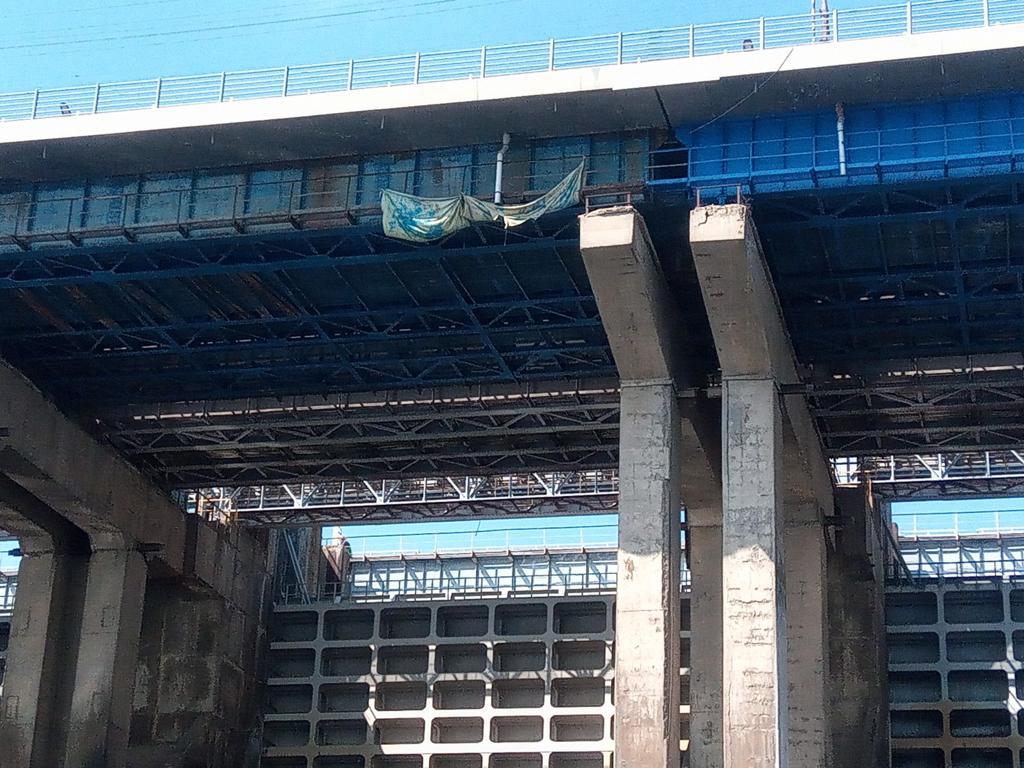 Загрязняли Волгу: покраской моста Волжской ГЭС заинтересовался Росприроднадзор
