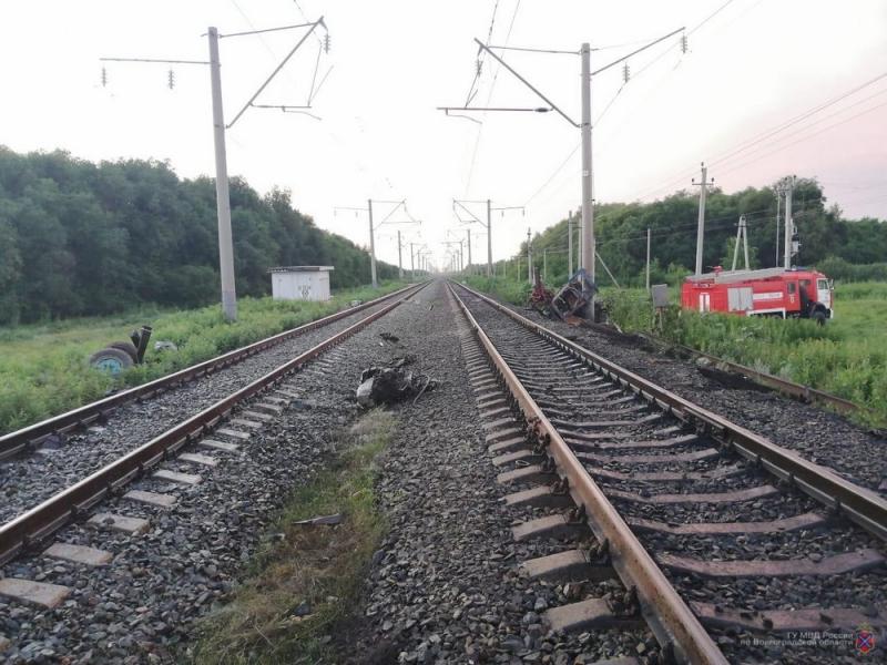 Трактор столкнулся с пассажирским поездом в Камышинском районе