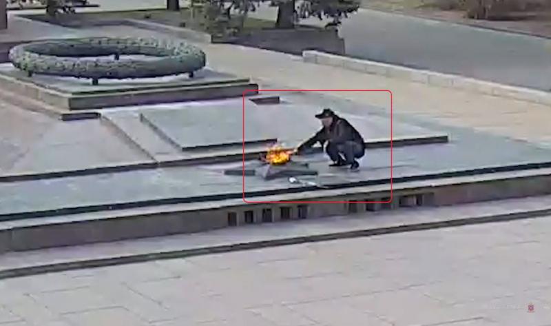 Полиция установила личность очередного смельчака, прикурившего от Вечного огня