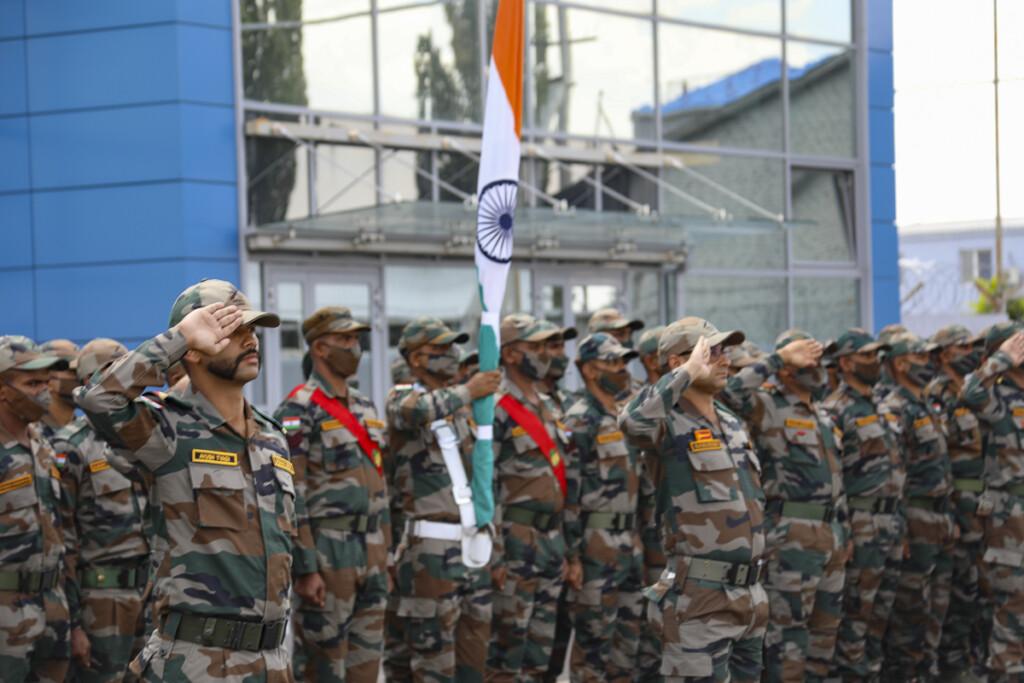 В Волгоград прибыли 250 военных из Индии, привитых Спутником-V