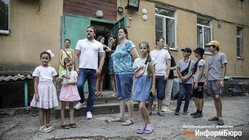 Посетивший волжский Дом милосердия футболист Дмитрий Булыкин считает, что Государство должно больше помогать детям