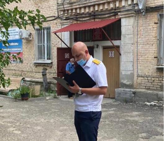 Волгоградцев просят сообщить об известных фактах нарушения прав детей в больнице Тракторозаводского района