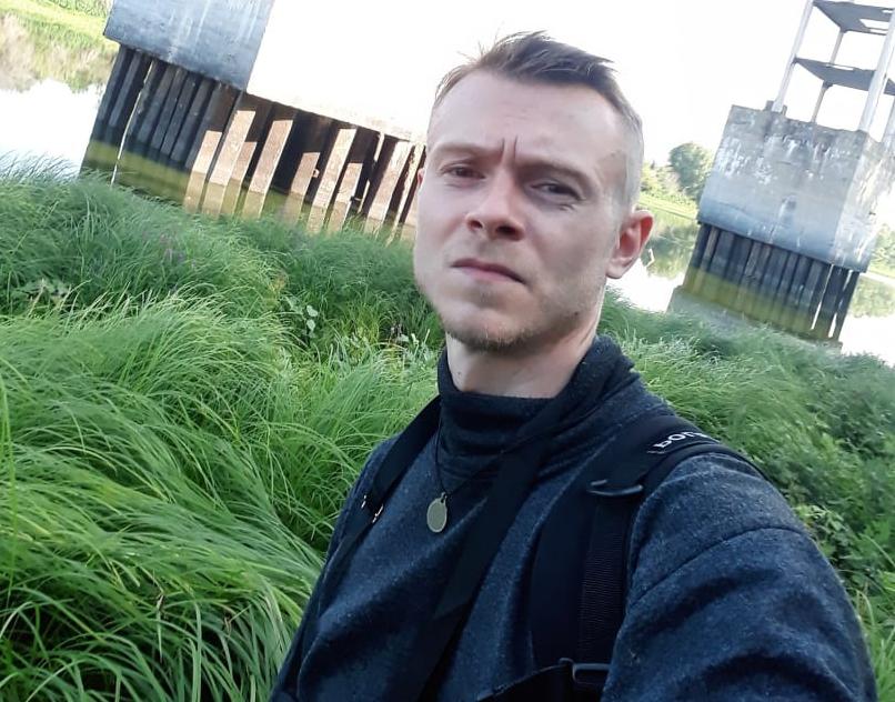 В Волгоградской области пропал зеленоглазый парень в камуфляжной футболке