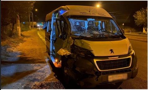 В Красноармейском районе в ДТП с КАМАЗом попала пассажирская маршрутка