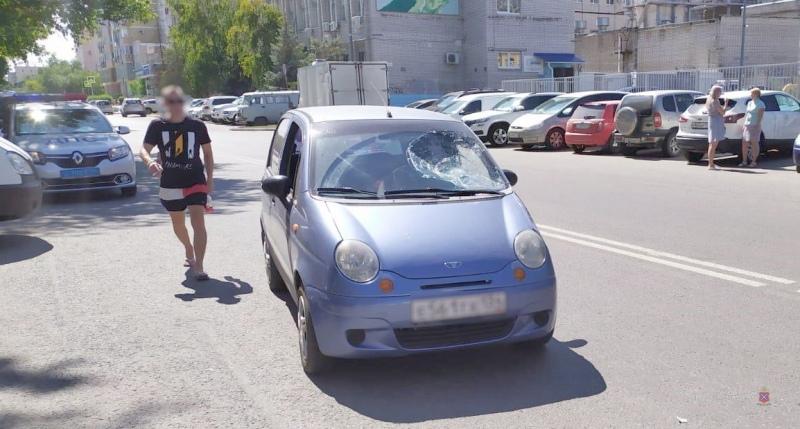 ДТП в Волгограде: пострадали столб, лобовое стекло и мужчина