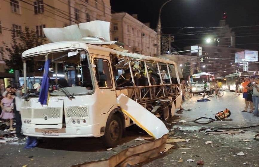 Число жертв взрыва автобуса в Воронеже увеличилось до двух. Всего пострадали 19
