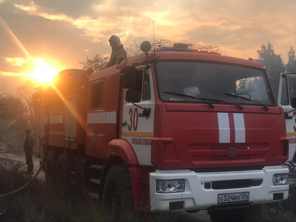 Спустя двое суток без сна и отдыха МЧС удалось локализовать природный пожар в Даниловском районе