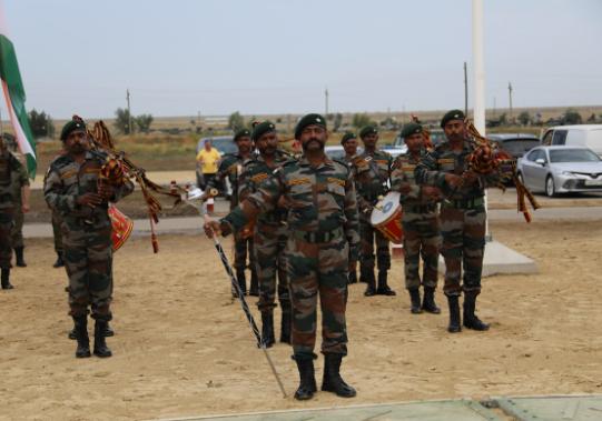 БТРы и «Тигры»: под Волгоградом торжественно открыли учения «Индра-2021» с участием индийских военнослужащих