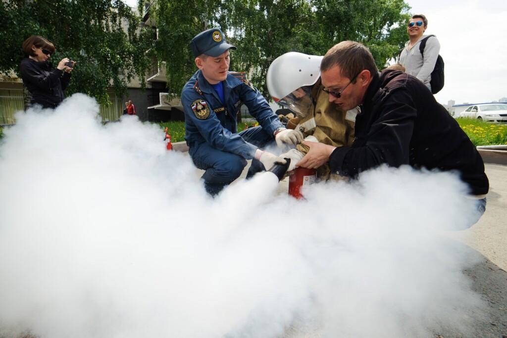 В Волжском эвакуировали школу из-за взорвавшегося огнетушителя