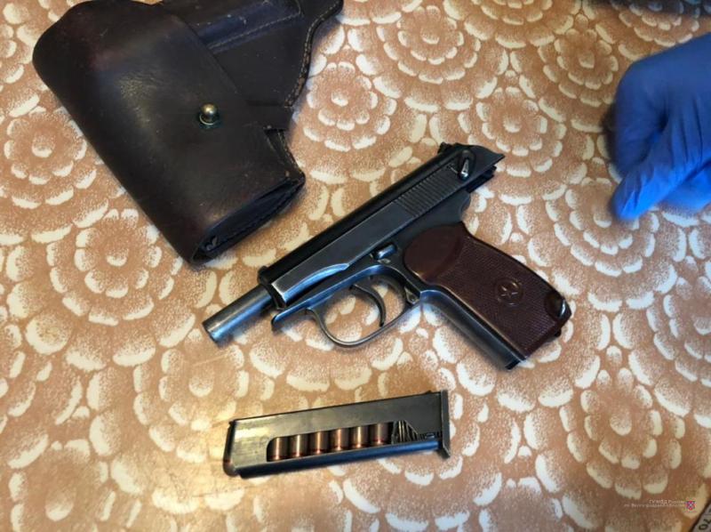 Два пакета оружия нашли дома у жителя Волгоградской области