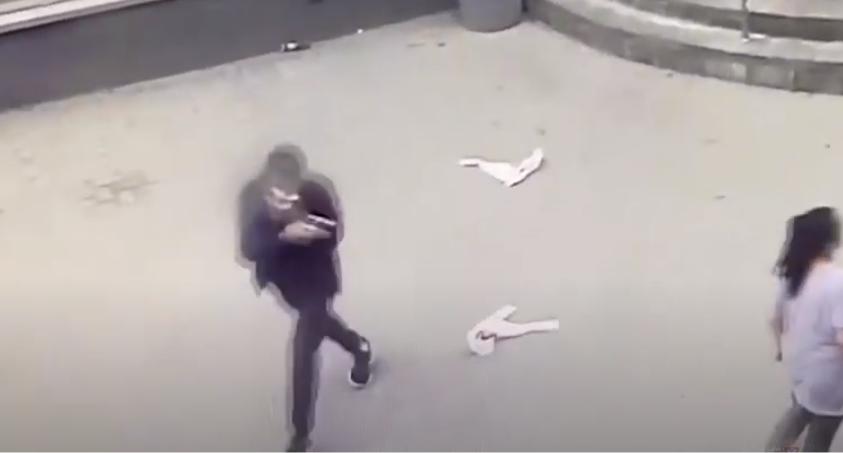 В Волгограде двое юнцов обокрали магазин с помощью игрушечного пистолета