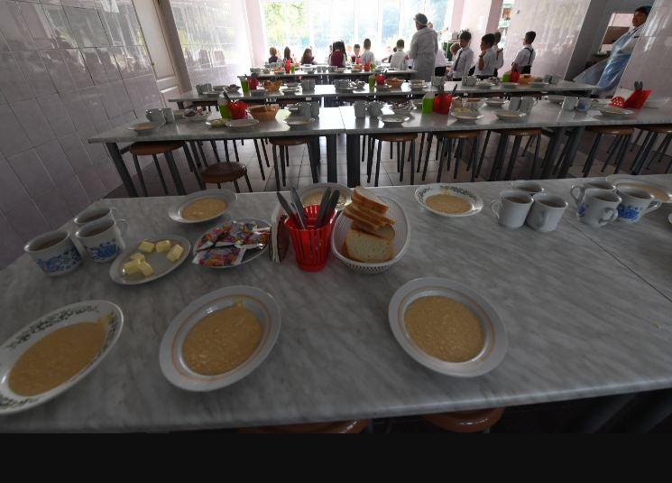 """На телефон """"горячей линии"""" поступило 54 обращения от волгоградских родителей по вопросам школьного питания"""