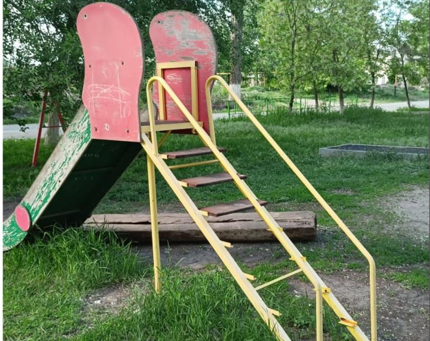 Опасные игры: прокуратура нашла более 200 нарушений на детских площадках Волгоградской области