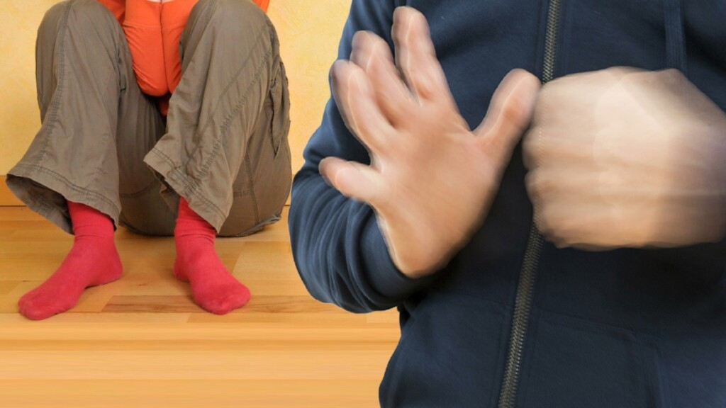 В Волжском отчим систематически устраивал физические и психологические издевательства над маленьким пасынком