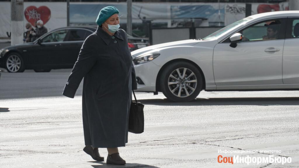 Непривитых пенсионеров отправляют на самоизоляцию. Новые ограничительные меры введены в Волгоградской области