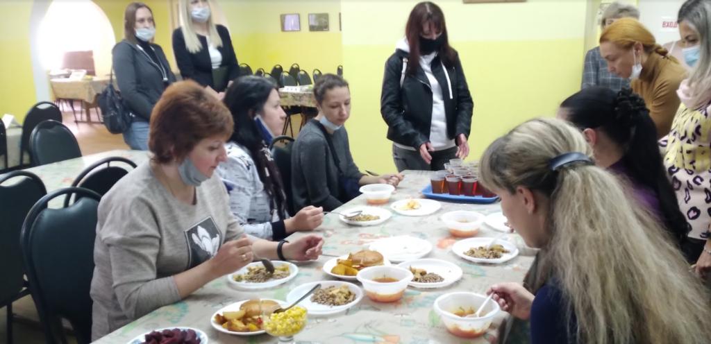 Родители  учеников лицея №9 в Волгограде попробовали обед, которым кормят их детей
