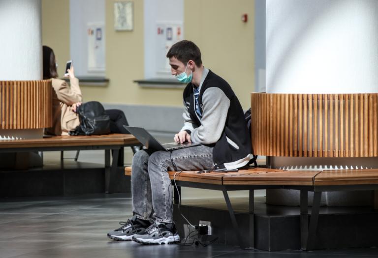 Студенты  ВолГУ будут учиться в смешанном формате до конца октября