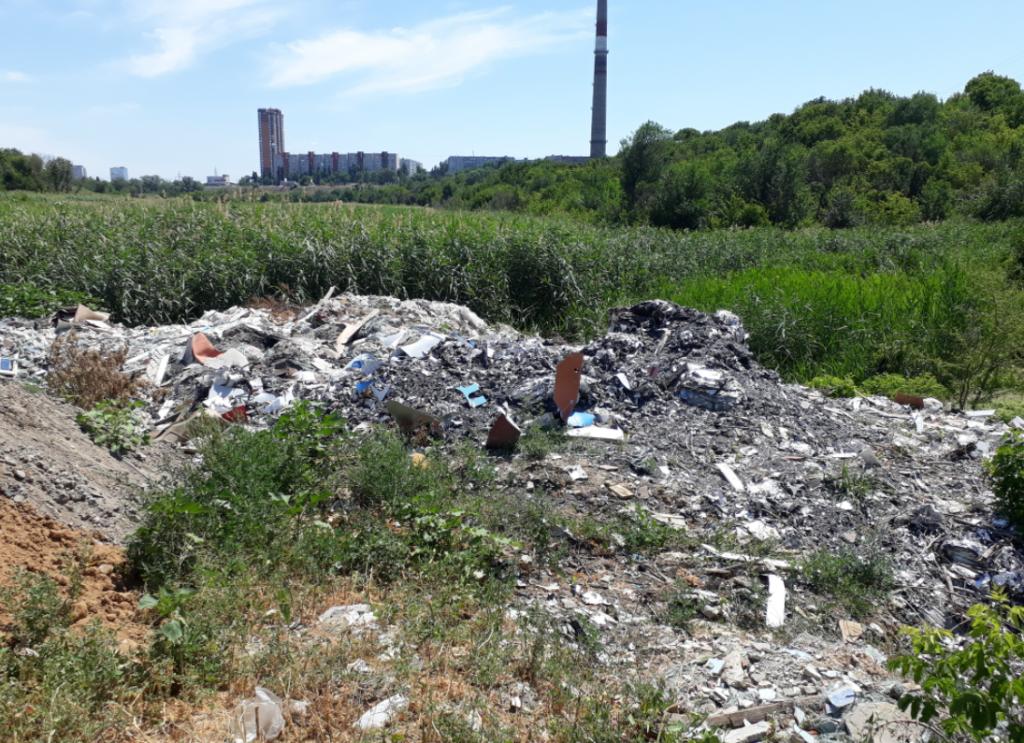 В Волгограде мусорные завалы в пойме реки Царицы ликвидировали только после вмешательства прокуратуры