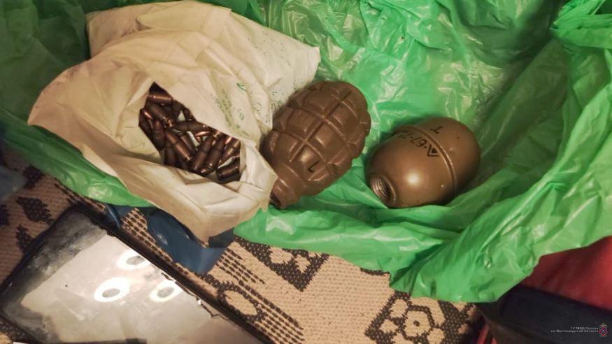 Гранаты,  боеприпасы и обрез: у жителя Красноармейского района оперативники изъяли целый арсенал оружия