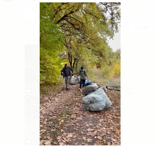 Волгоградские активисты-экозащитники собрали гору мусора в Волго-Ахтубинской пойме